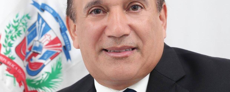 Diputado defiende dominicanos deportados