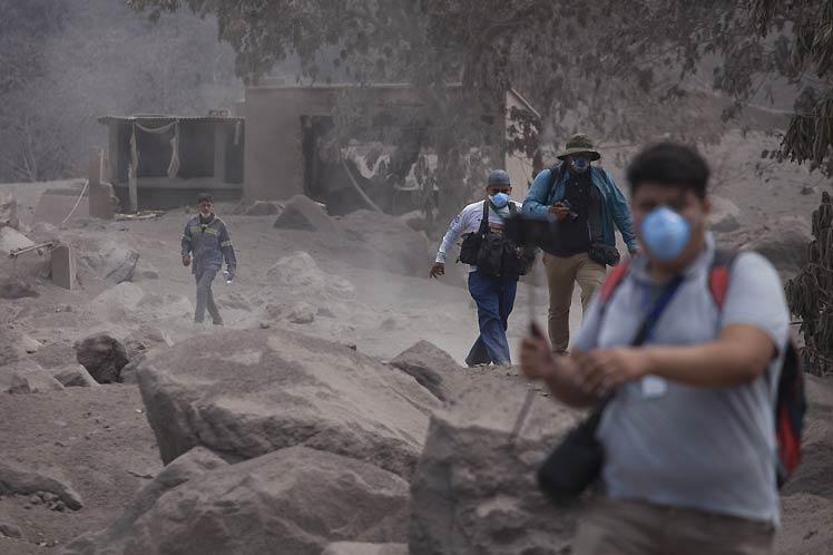 Suspenden rescate víctimas volcán Fuego
