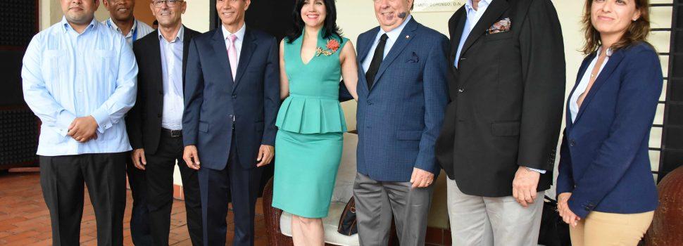 Ministro Cultura visita local fundación y escuela