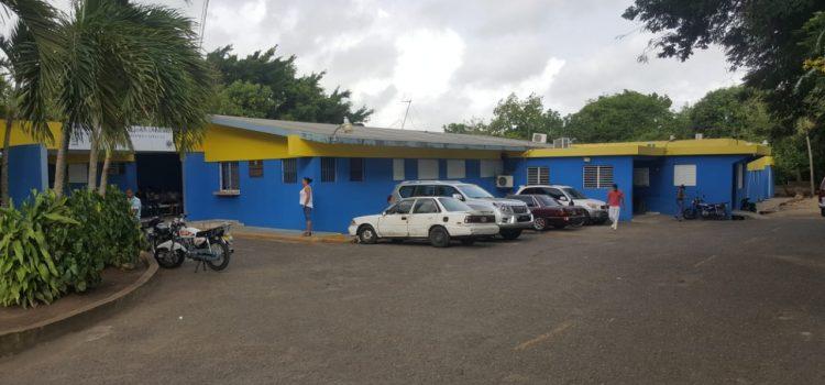 Paralizan servicios en dos hospitales