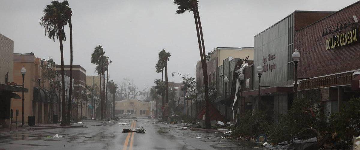 Huracán causa inundaciones y destrozos