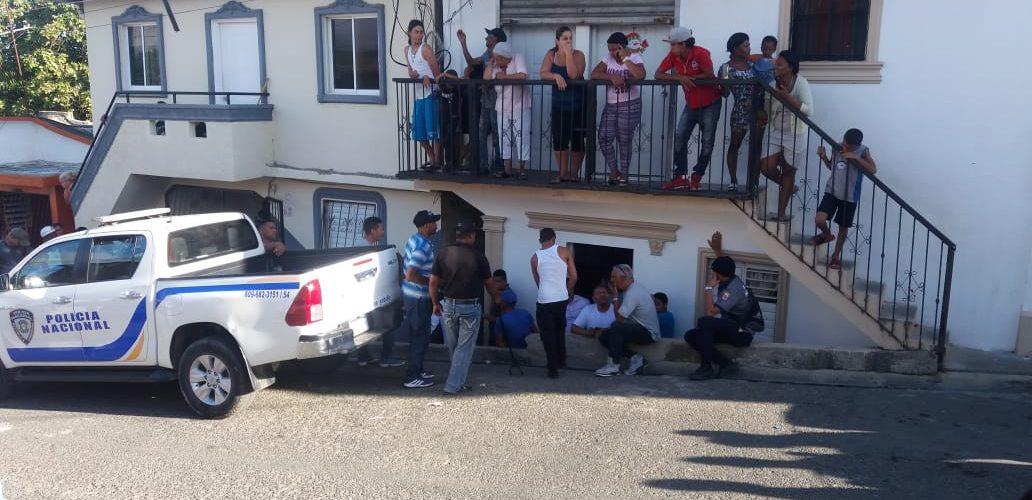 Policía mata hombre que raptó varias personas