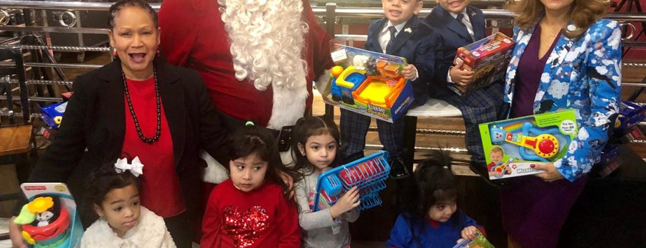 Fundación alegra Navidad a niños dominicanos
