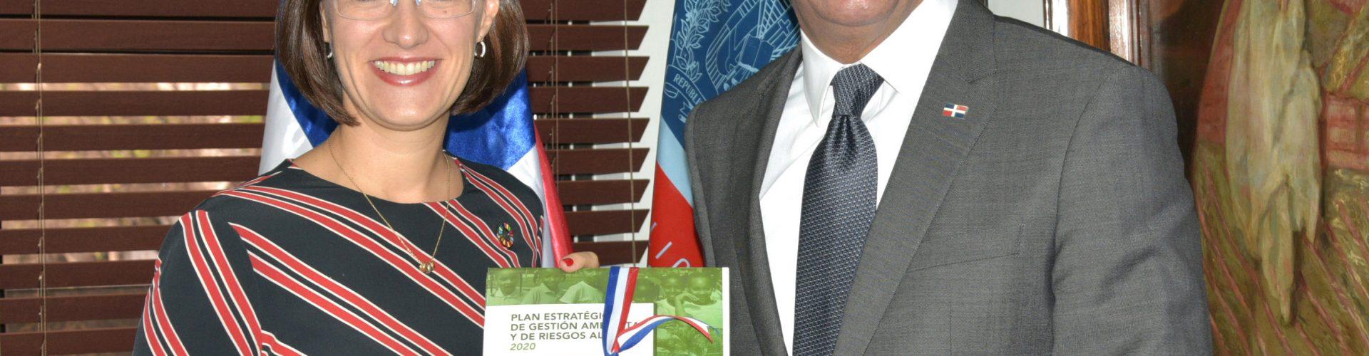 Ministerio Educación elabora plan ambiental