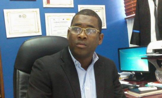 Suspenden fiscal acusan de irregularidades