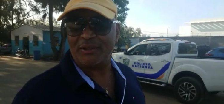 Asaltan exjefe bomberos y a tienda Payless