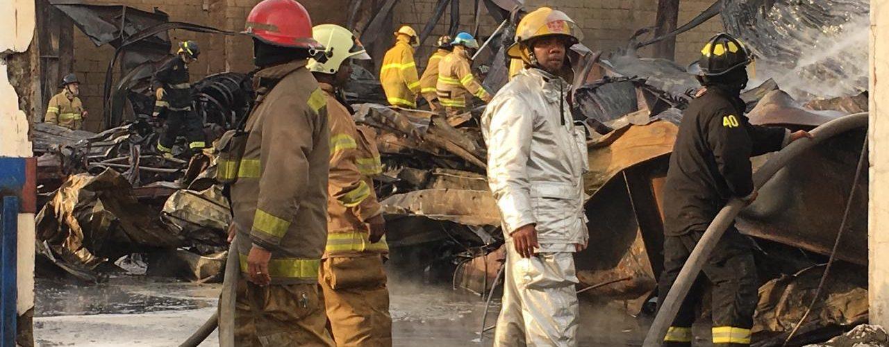 Casi controlado incendio afectó depósito