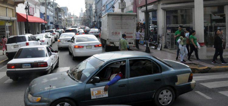 Asegura es un caos el tránsito de vehículos