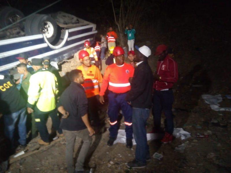 Van cinco muertos por accidente de guagua