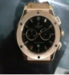 Policía dice desmantela banda robaba relojes
