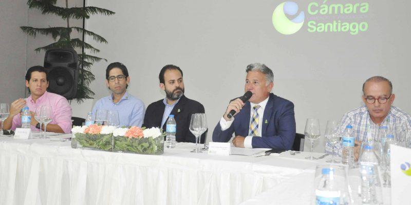 Empresarios piden ampliación muelle de Manzanilo
