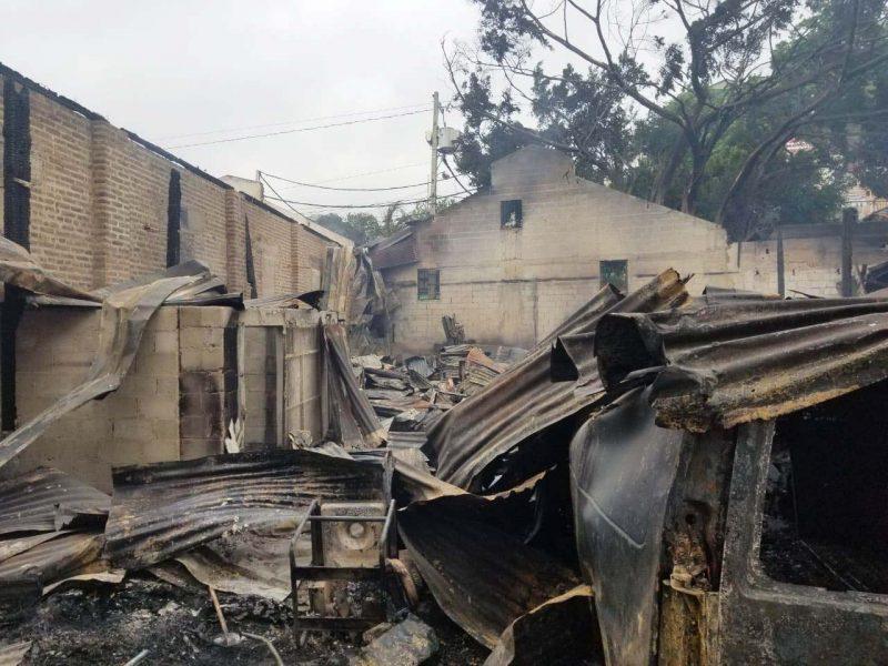 Incendio consumió anoche 17 habitaciones de una pensión