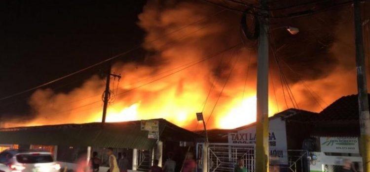 Incendio destruye parte mercado de La Vega