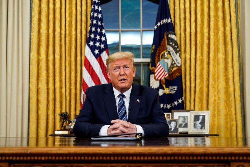 Trump dice dejará cargo; insiste perdió por fraude