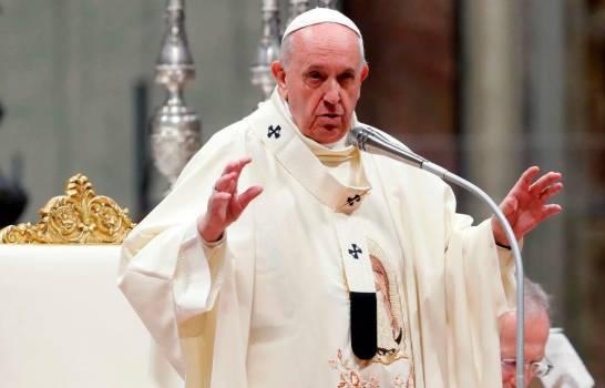 Papa decide rebaja sueldos de cardenales y funcionarios