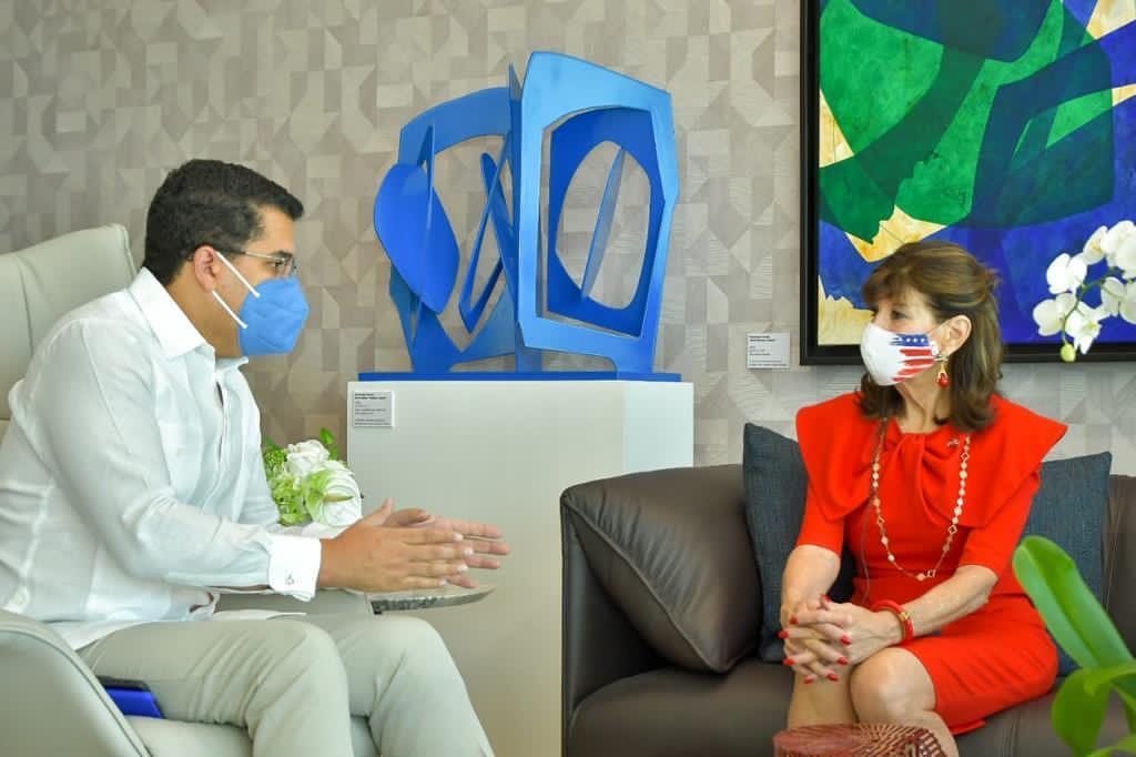 Se reúnen ministro Turismo y la embajadora de EE.UU.
