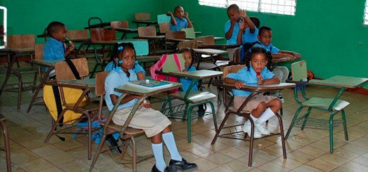 Citan factores que afectan inicio año escolar