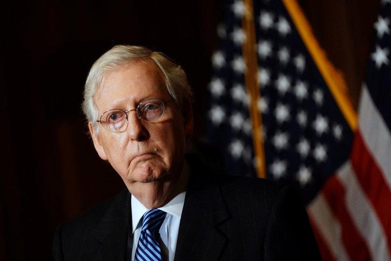 Líderes republicanos siguen dejando solo a Donald Trump