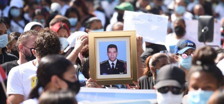 Marchan reclamo justicia por asesinato coronel piloto