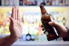 Sugieren no beber alcohol 72 horas después de vacunarse