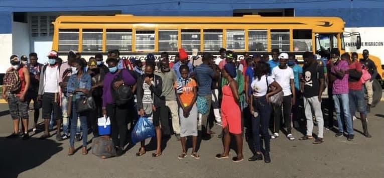 Dirección General Migración deporta haitianos ilegales