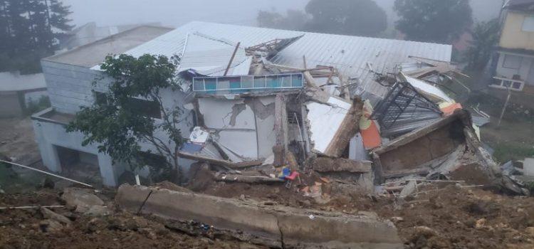 Dos casas colapsan por las lluvias en La Cumbre