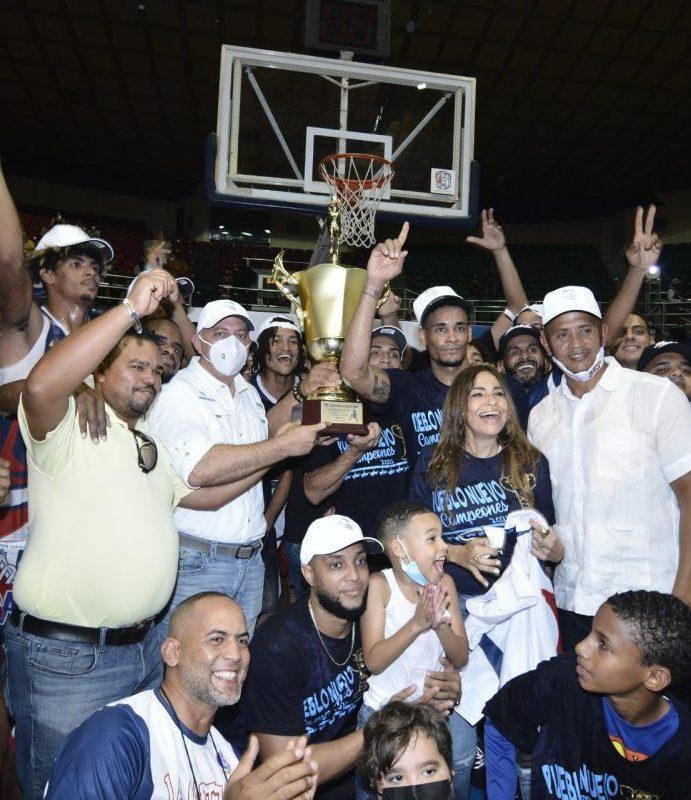 Pueblo Nuevo gana basket de Santiago