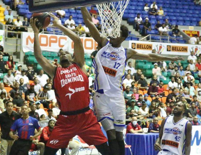 Leones barren a los Metros en basket