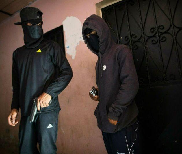 Ladrones se llevan de vivienda dólares, pesos  y prendas