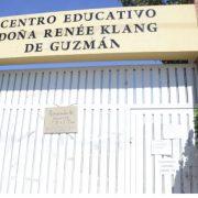 Dos profesores con COVID-19 en escuela de Santiago