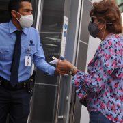 Comienzan aplicar medidas contra de los anti vacunas