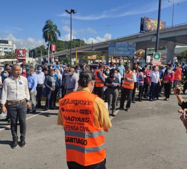 Santiagueros participan en el simulacro de un terremoto